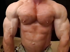 Muscle Bear Tom Lord Shows Off His Muscles And Finishes off Hard