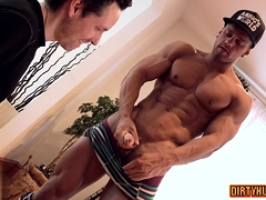Muscle bodybuilder rimjob and pop-shot